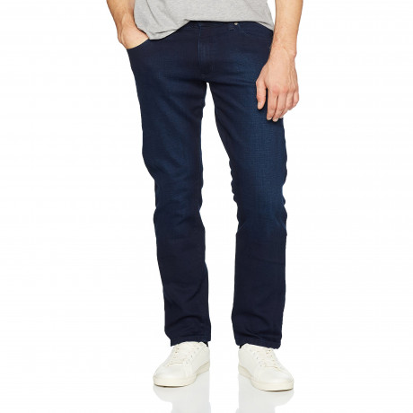 "Wrangler Texas men's Fast Ball denim jeans come in a stretch fabric for added comfort with five pocket western detailing. Additional features include; Zip Fly Standard five pocket 16.5"" Hem Straight leg Regular fit 98% Cotton 2% Elastane Machine Washable"